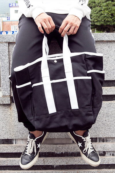 acc889. black & white point tote bag